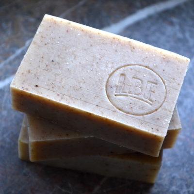 Essentials E   Houblon   Exfoliating soap